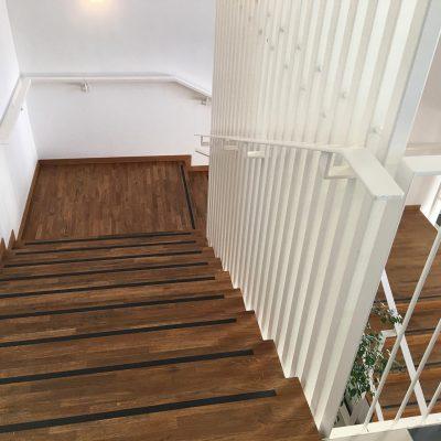 MOB Menuiserie Agencement Design à Orange Dans Le Vaucluse Escaliers Pour Les Professionnels