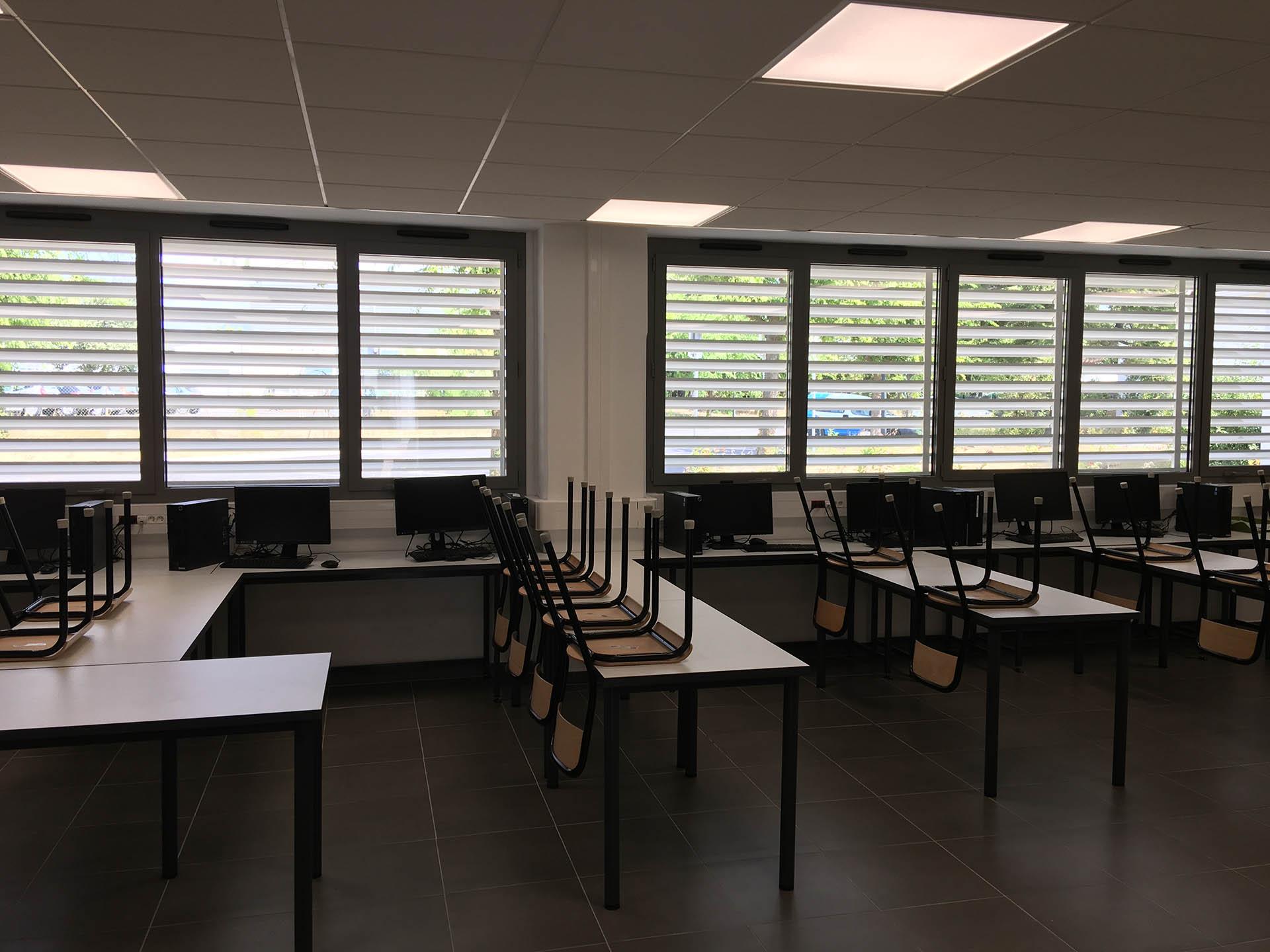 MOB Menuiserie Agencement Design à Orange Dans Le Vaucluse Volets Et Stores Pour Les Professionnels
